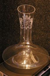 1 carafe a vin gravee et personnalisee par le blason du vigneron