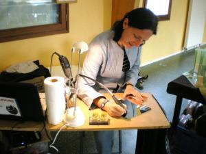 Travail de gravure sur verre et miroir personnalisée effectué sur une exposition