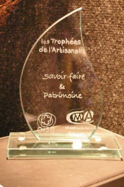 Personnalisation de trophée réalisé pour la CMA grâce à la gravure sur verre