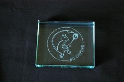 Presse papier en verre grave du logo de l entreprise bd empher 1